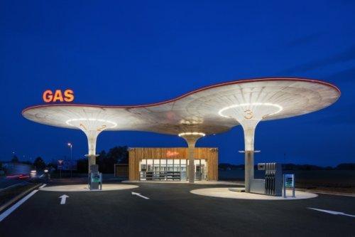 Google Now будет информировать водителей о газовых заправках